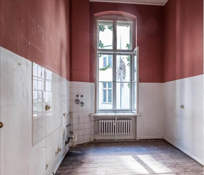 A small New York Apartment in need of renovation.